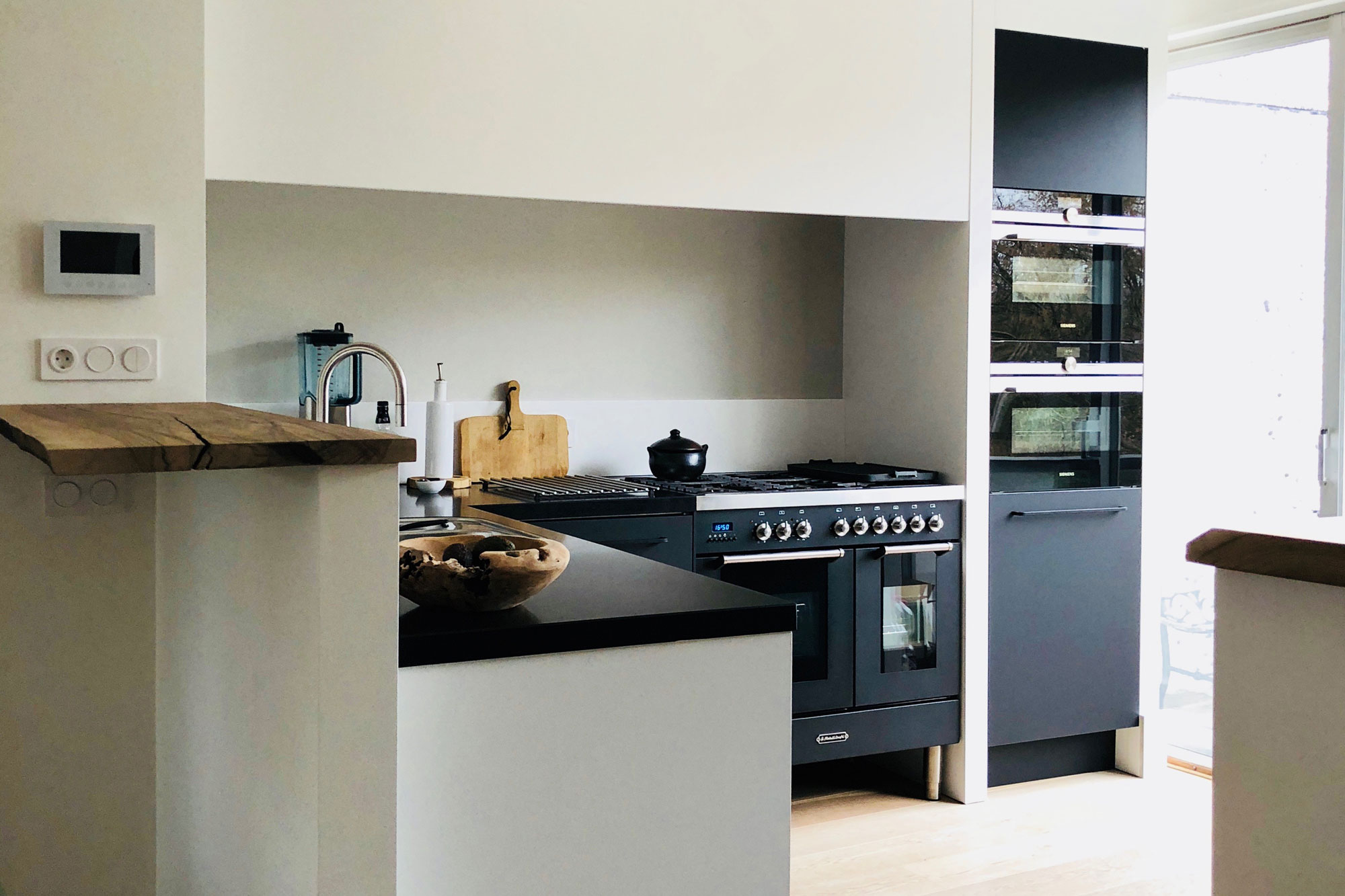 Zwart Keuken Fornuis : Keuken bar fornuis blos interieur